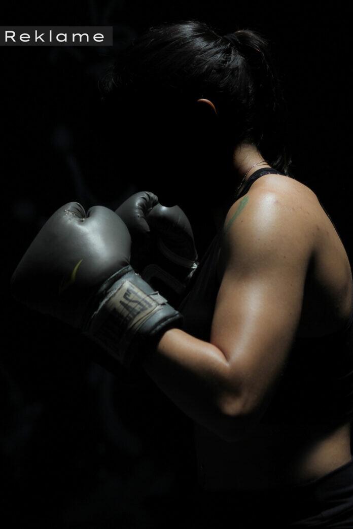 silhuet af kvindelig bokser